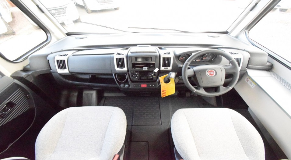 Dethleffs Pulse I 7051 DBM Interior Dashboard